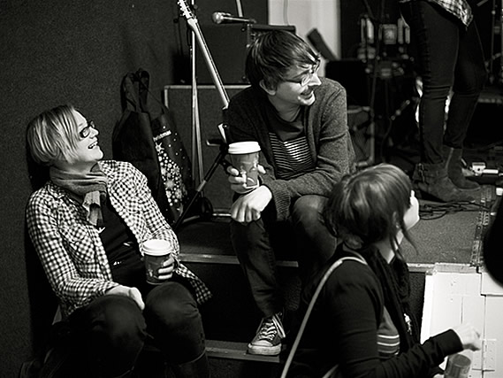 Bearsuit take a break while recording their December session for Mark Cunlife's show - 22/10/2011